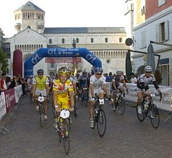 Gilberto Simoni am Start der Gran Fondo 2006